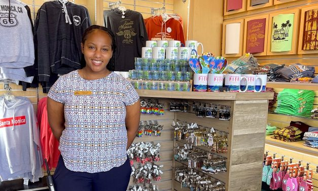 Dressing Guests with Apparel Extras <br> Selling Wearable Merchandise at Water Parks and Amusement Parks